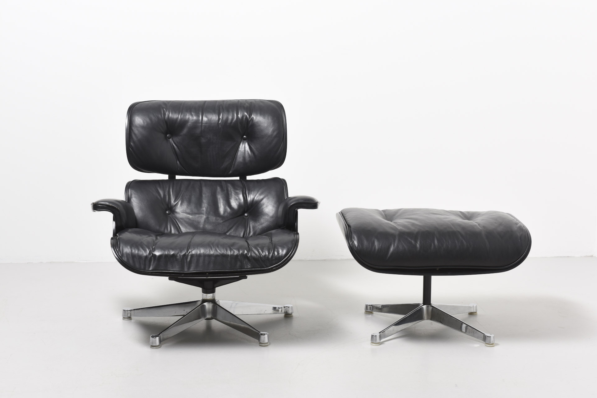 Eames Lounge Chair Tweedehands.Eames Lounge Chair With Ottoman Charles Ray Eames