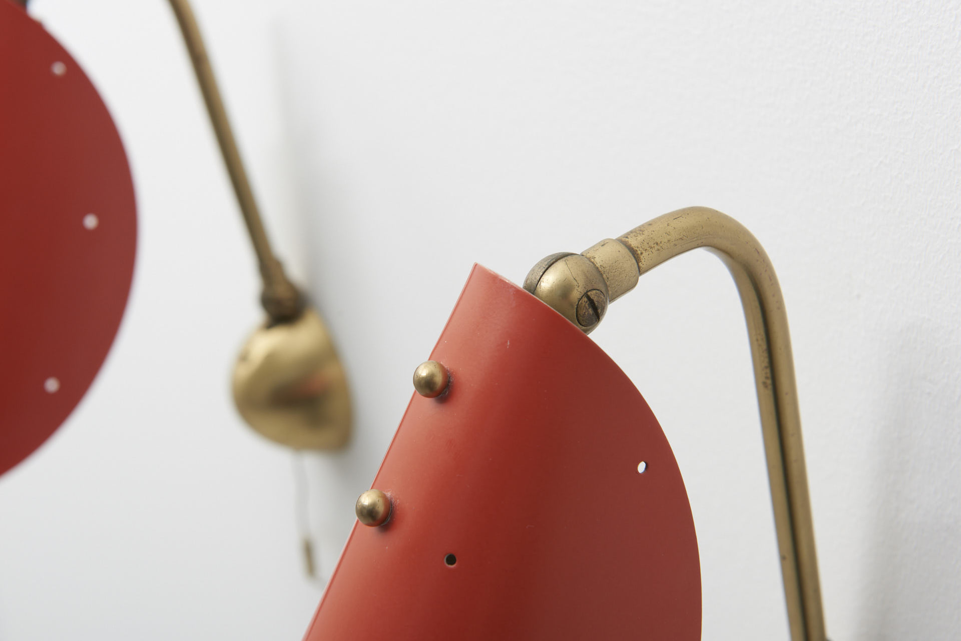 modestfurniture-vintage-1991-pair-wall-lamps-brass-red-shade06