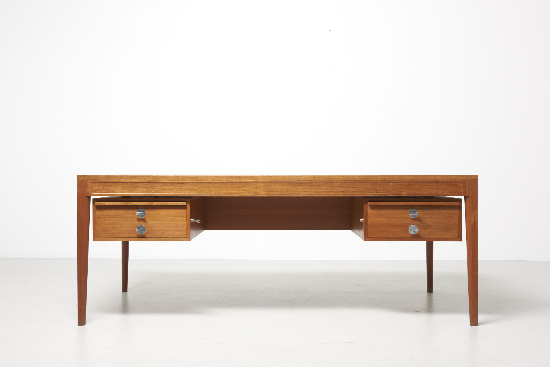 modestfurniture-vintage-2181-finn-juhl-diplomat-writing-desk02