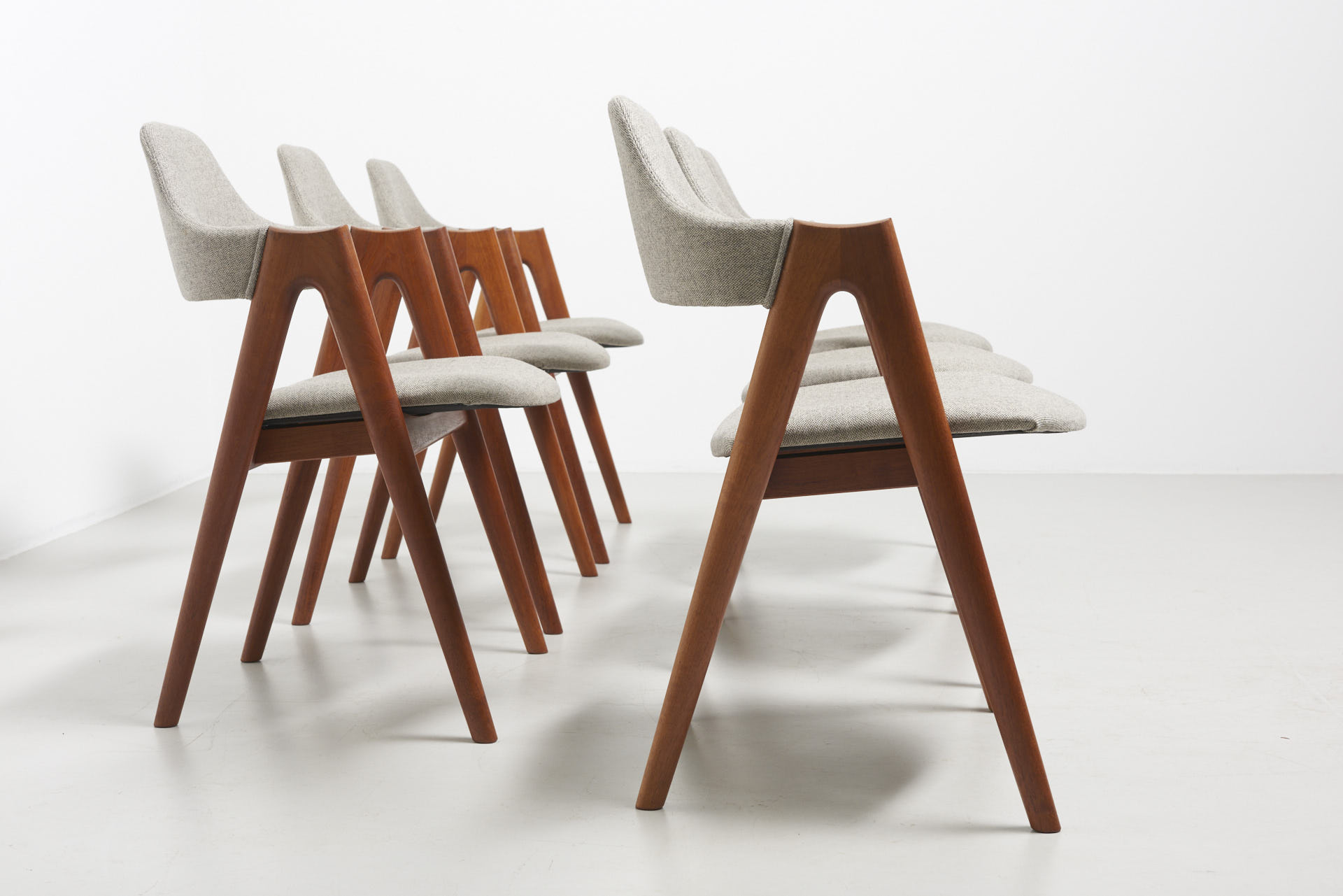 modestfurniture-vintage-2206-kai-kristiansen-compass-chairs03