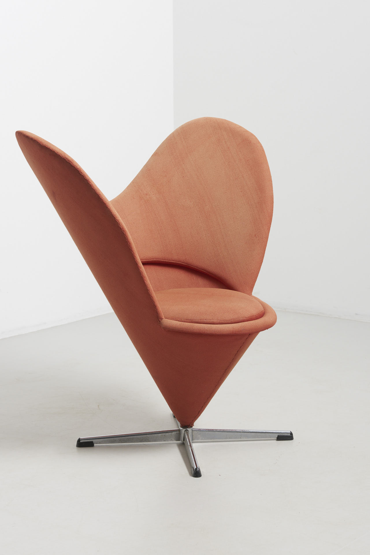 modestfurniture-vintage-2379-verner-panton-heart-cone-chair02