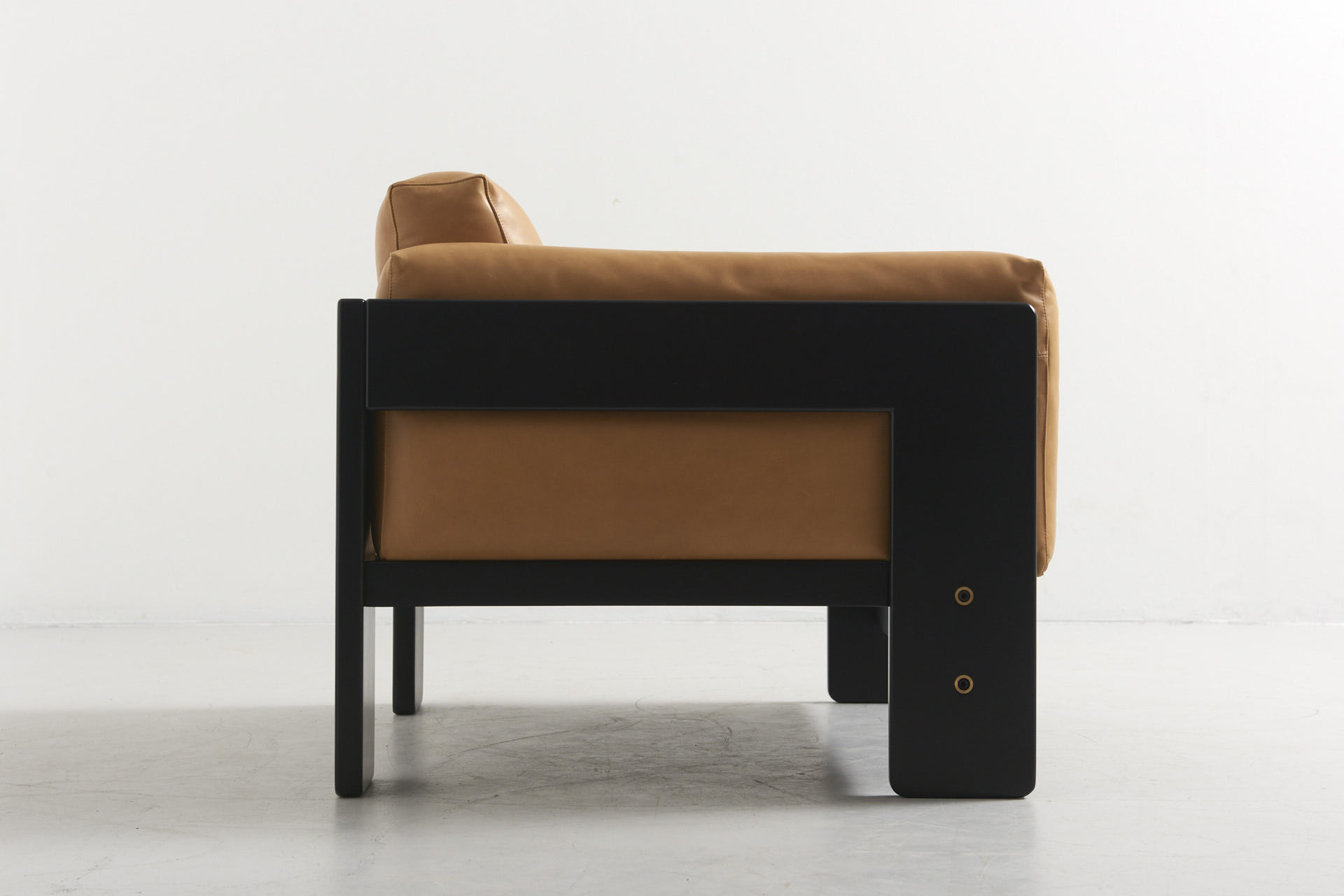 modestfurniture-vintage-2714-tobia-scarpa-bastiano-lounge-chair-natural-leather02