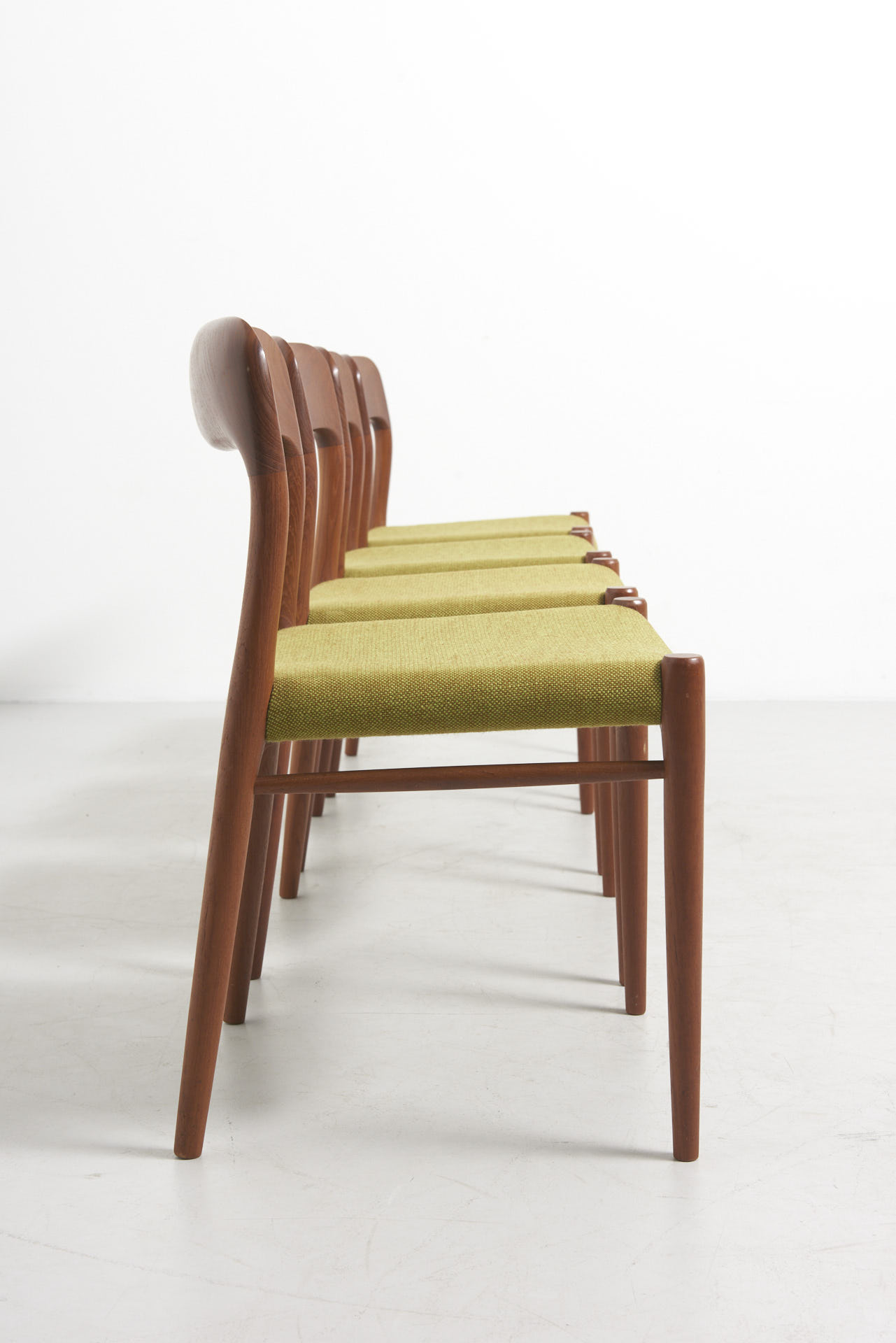 modestfurniture-vintage-2846-niels-moller-dining-chairs-model-7503