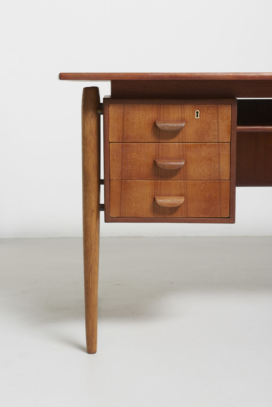 modest furniture vintage 1502 danish desk in teak with oak legs 03