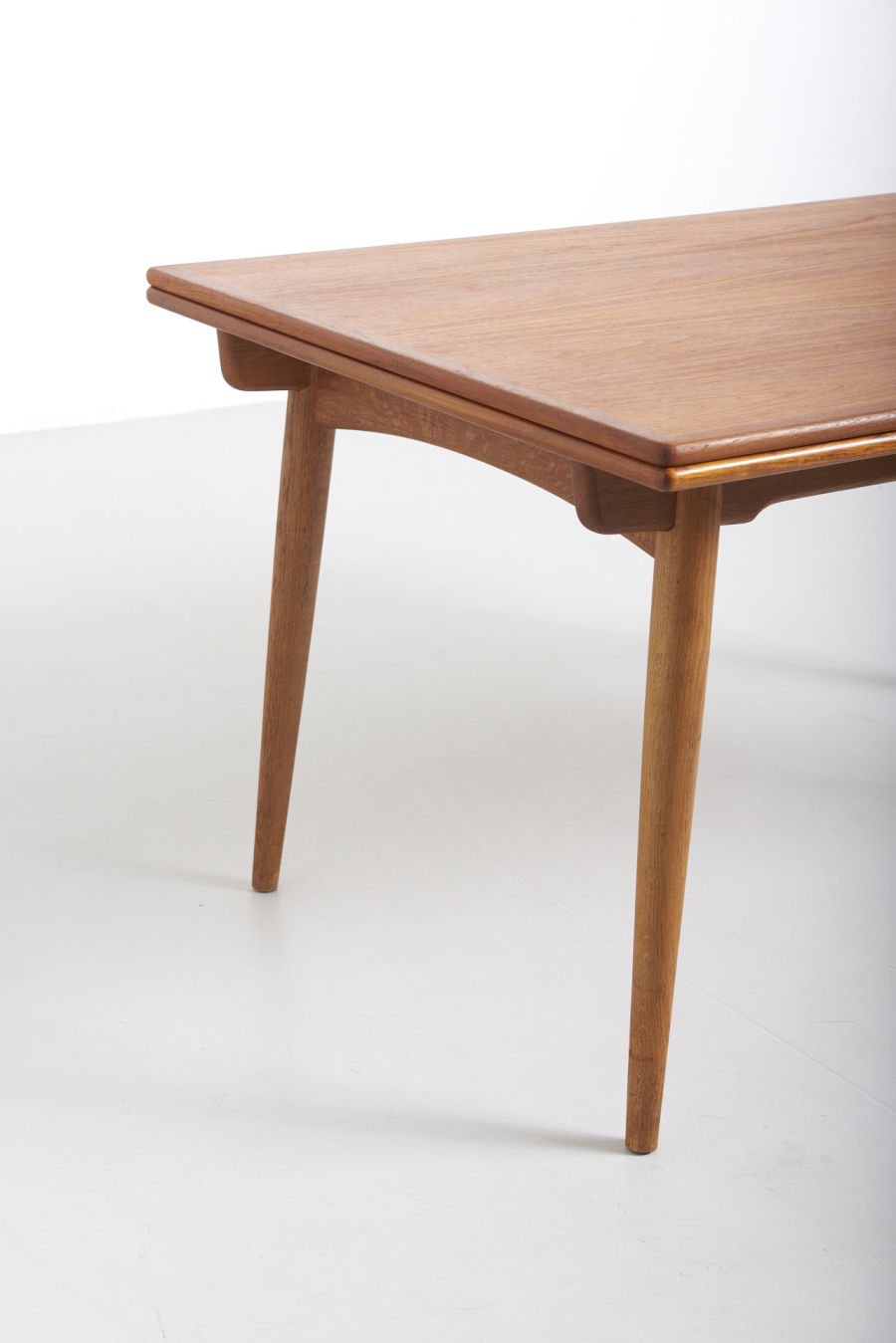 modestfurniture-vintage-1869-hans-wegner-dining-table-andreas-tuck-at-31204