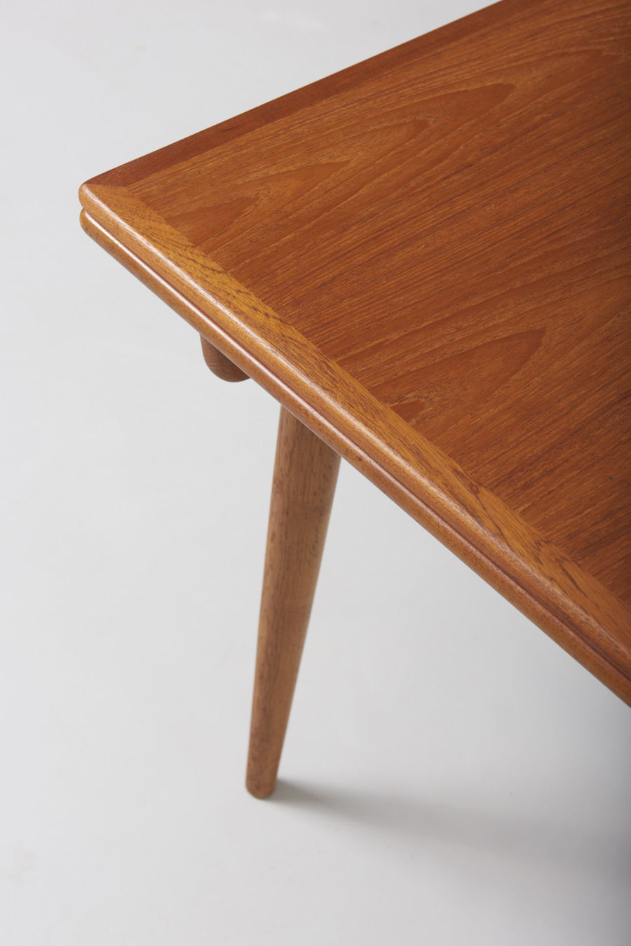 modestfurniture-vintage-1869-hans-wegner-dining-table-andreas-tuck-at-31214