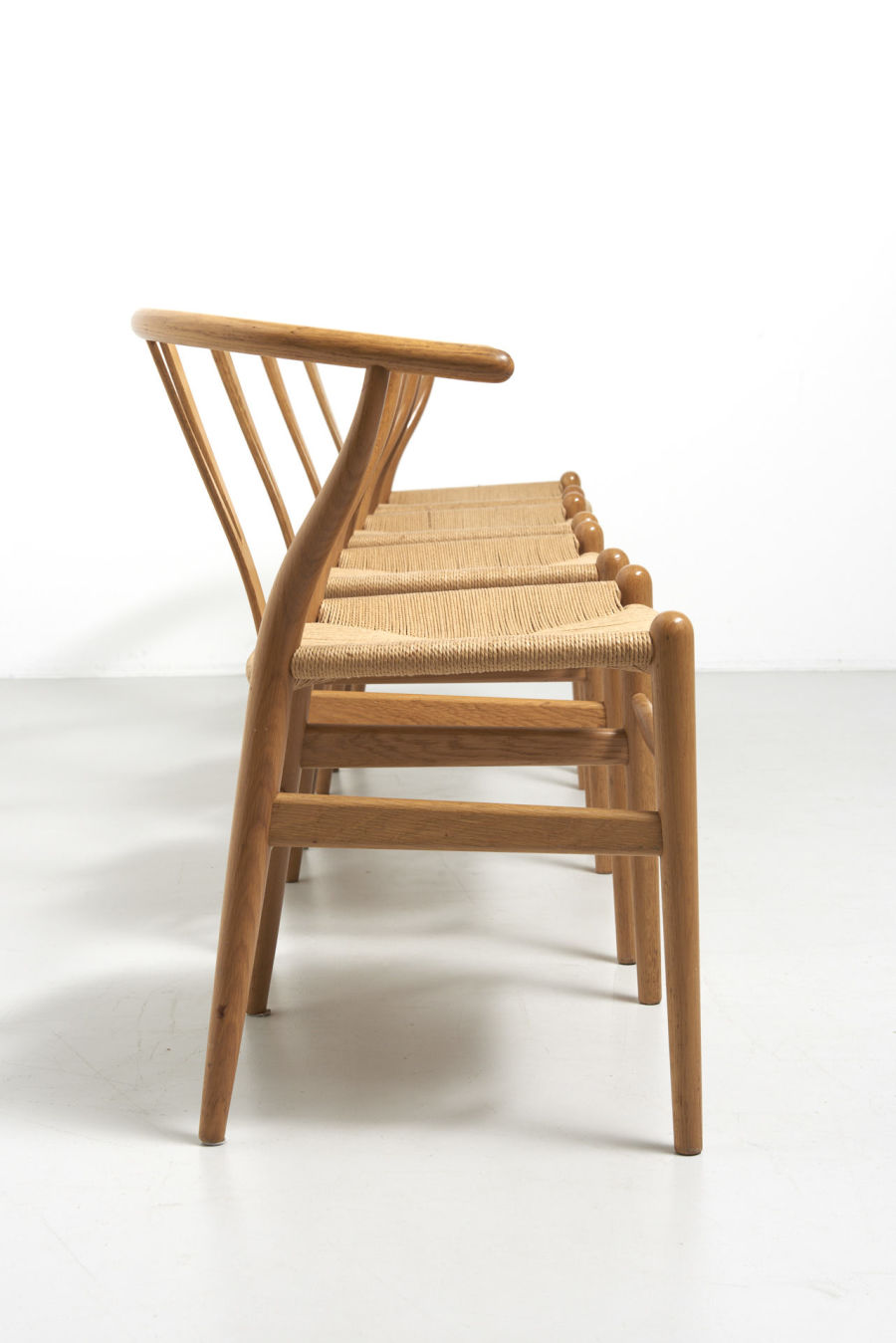 modestfurniture-vintage-1957-wishbone-chairs-hans-wegner02