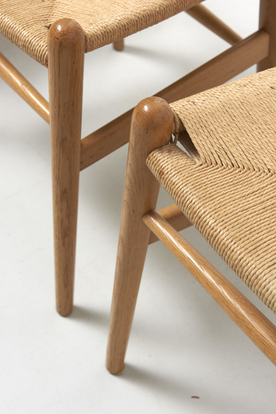 modestfurniture-vintage-1957-wishbone-chairs-hans-wegner11