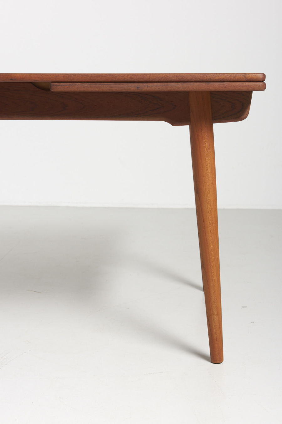 modestfurniture-vintage-1985-hans-wegner-teak-dining-table-andreas-tuck-at-31203