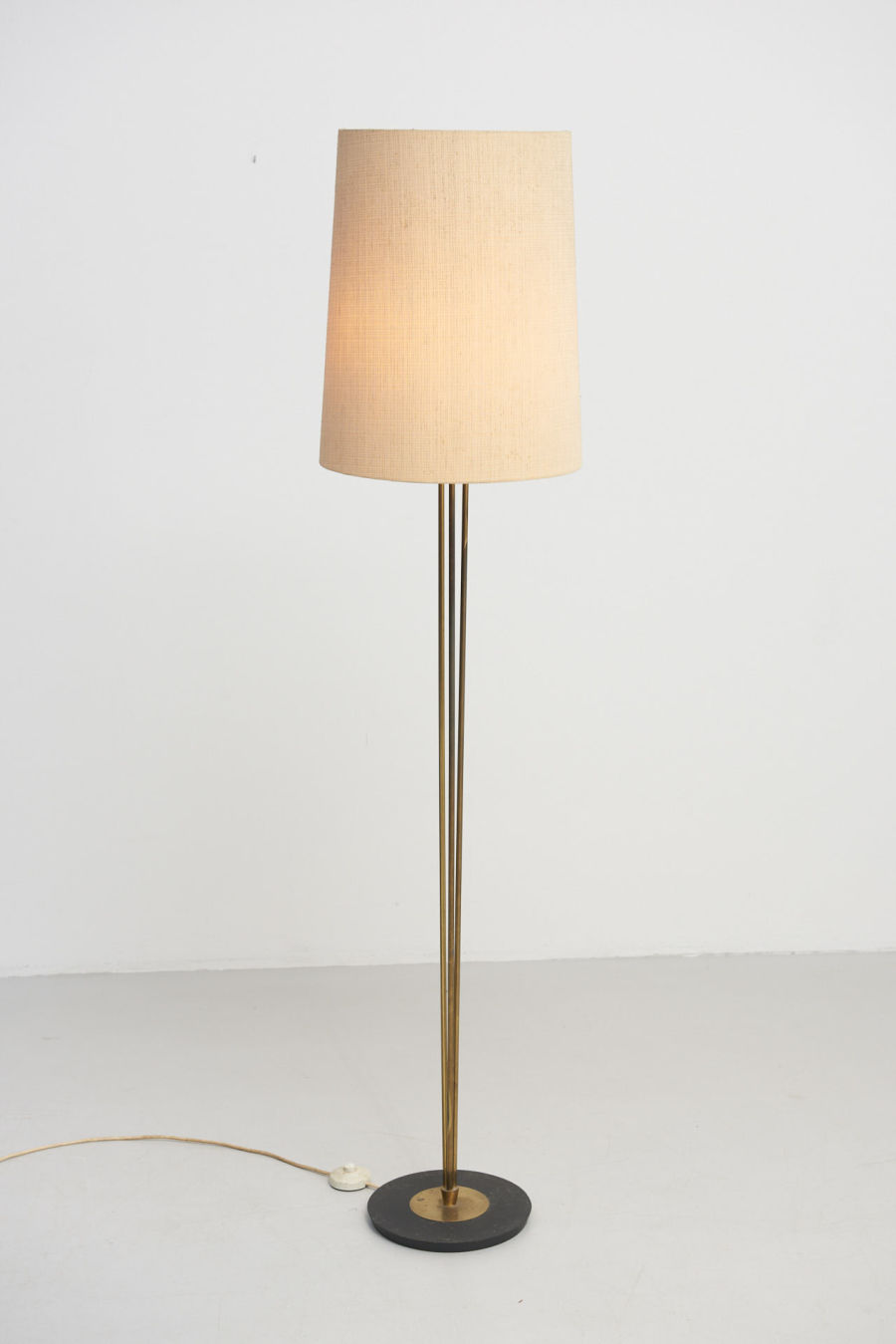 modestfurniture-vintage-2004-floor-lamp-brass-1950s01