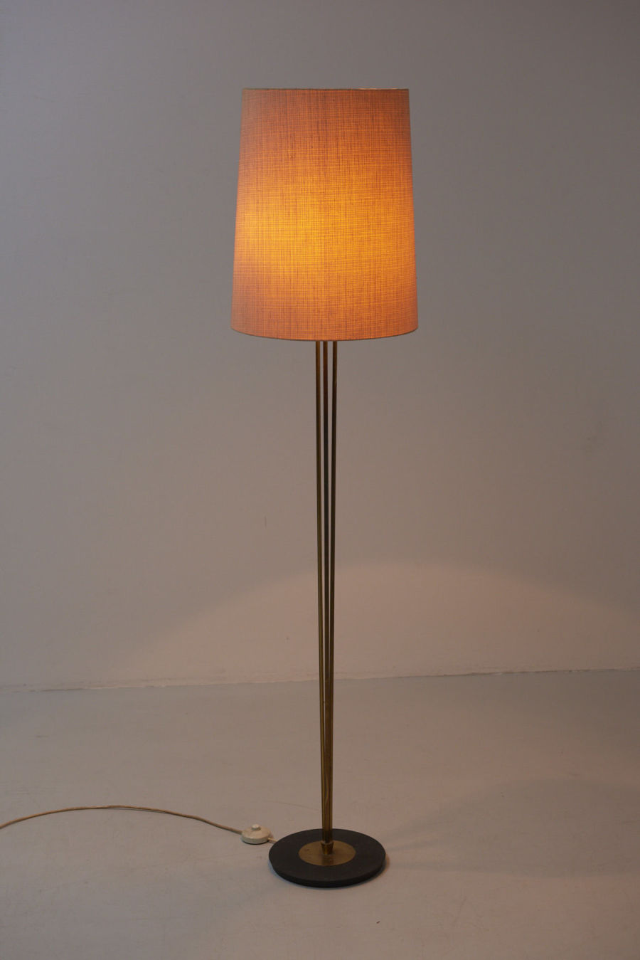 modestfurniture-vintage-2004-floor-lamp-brass-1950s02