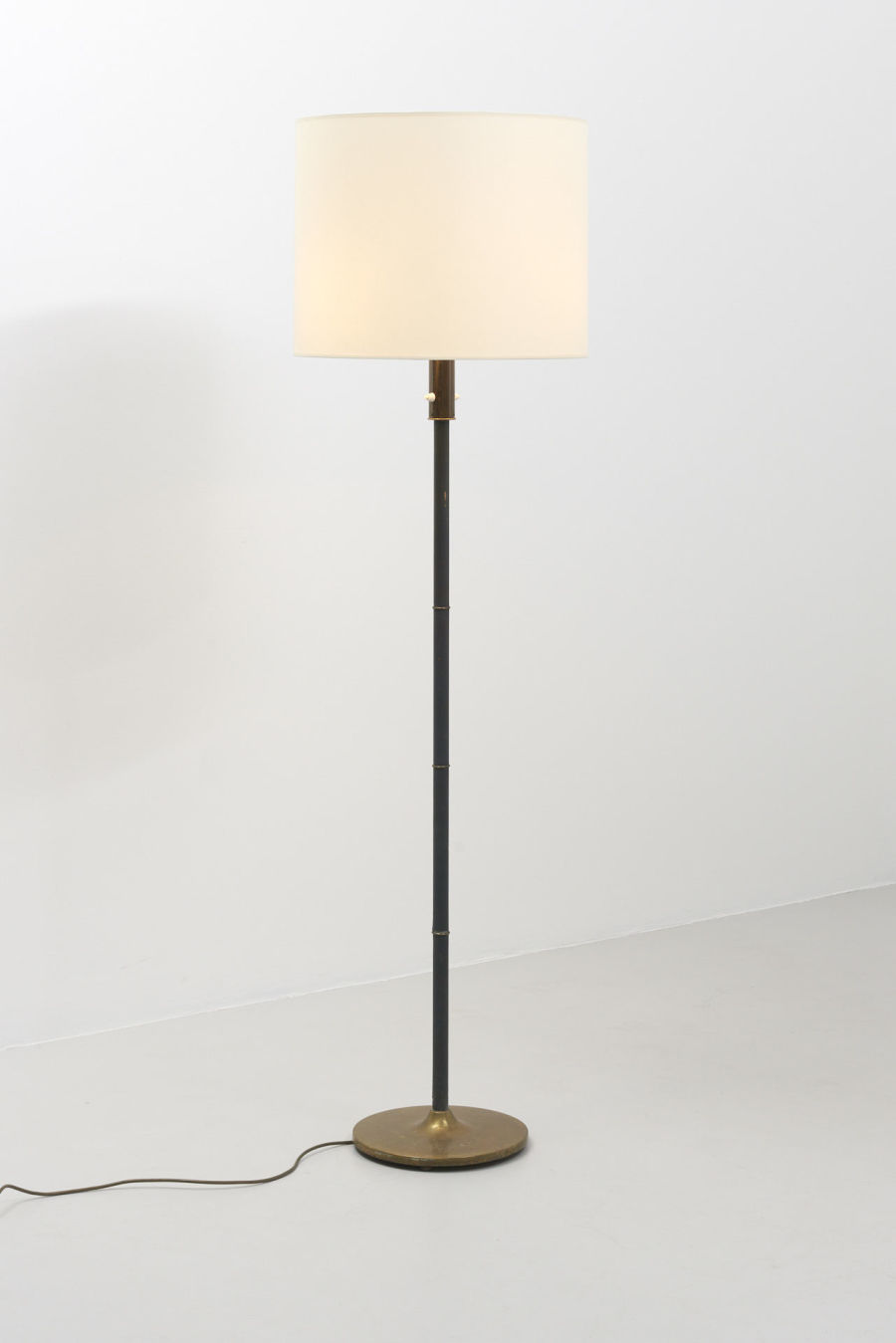 modestfurniture-vintage-2016-floor-lamp-brass-leather01