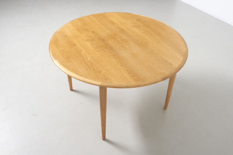modestfurniture-vintage-2141-round-dining-table-oak03