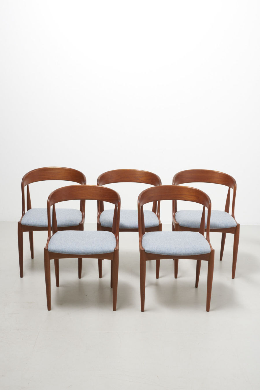 modestfurniture-vintage-2164-johannes-andersen-dining-chairs-uldum-model-1601