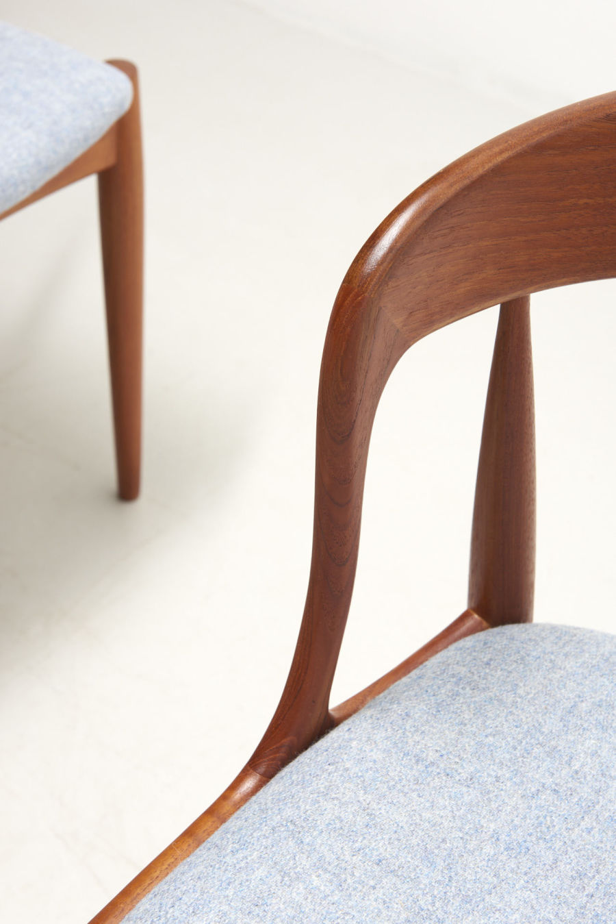 modestfurniture-vintage-2164-johannes-andersen-dining-chairs-uldum-model-1606