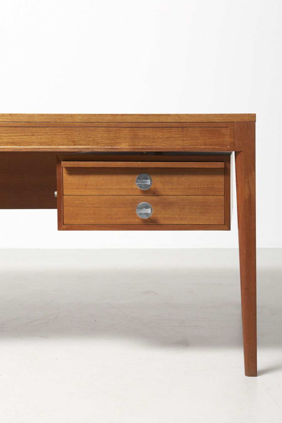 modestfurniture-vintage-2181-finn-juhl-diplomat-writing-desk03