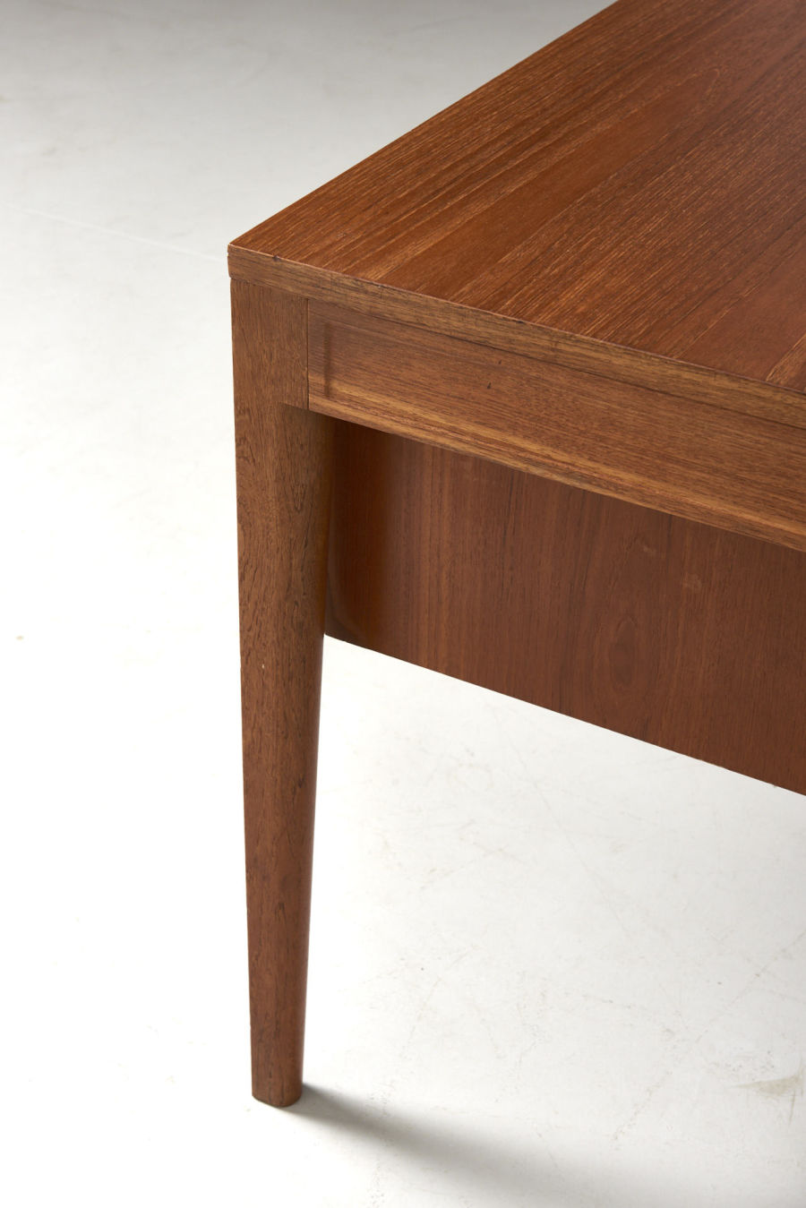 modestfurniture-vintage-2181-finn-juhl-diplomat-writing-desk09