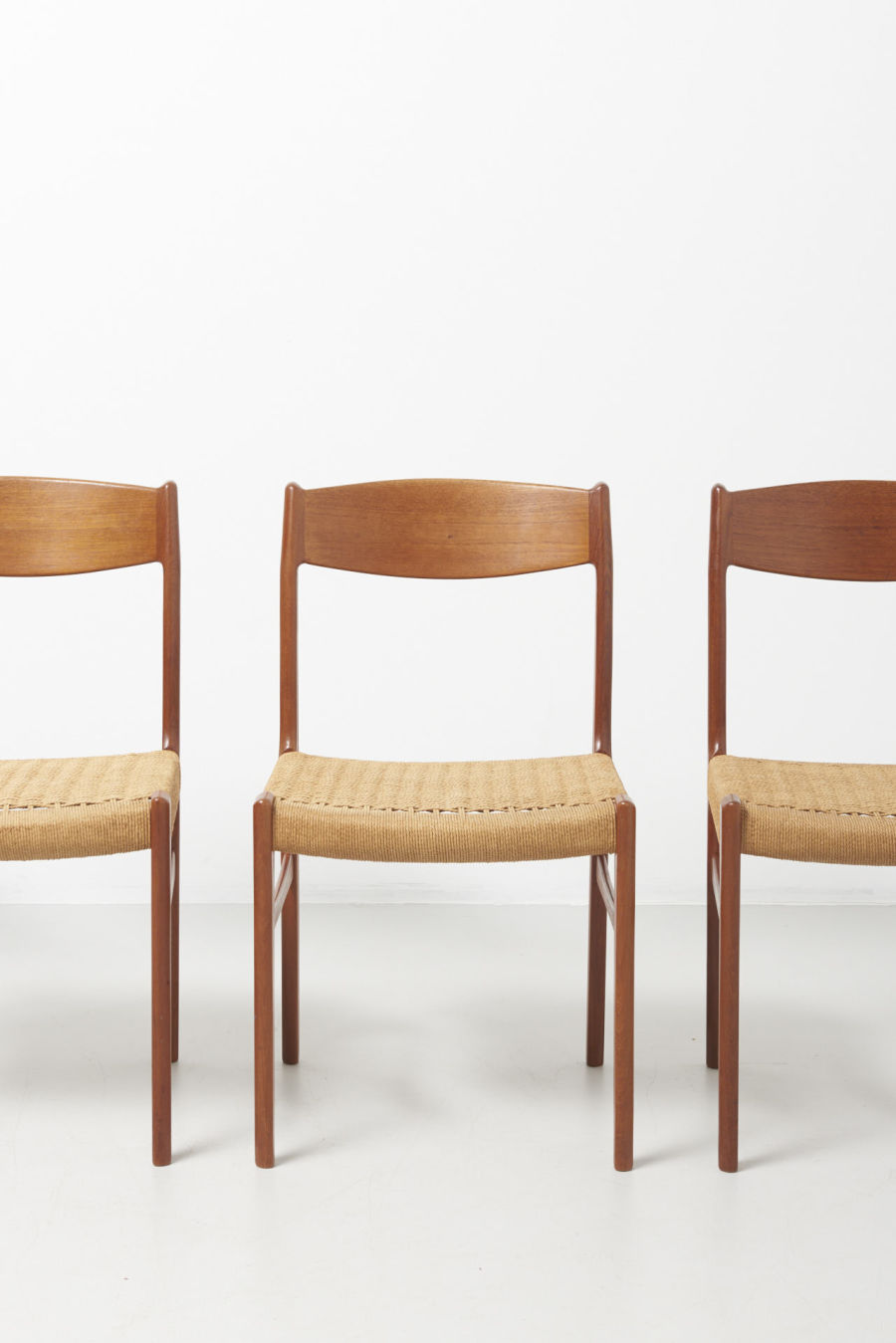 modestfurniture-vintage-2193-chairs-glyngore-papercord02