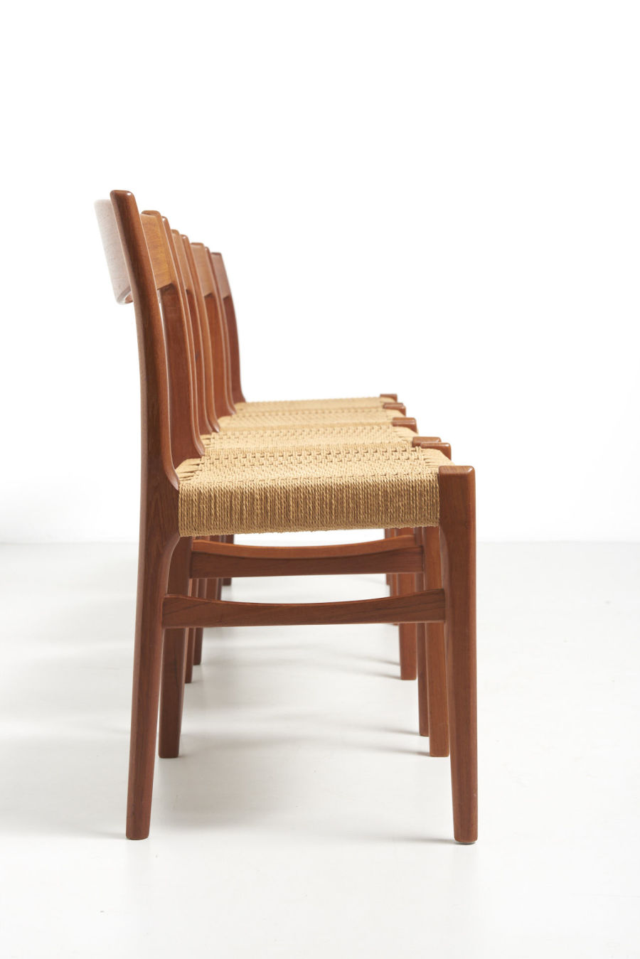 modestfurniture-vintage-2193-chairs-glyngore-papercord03