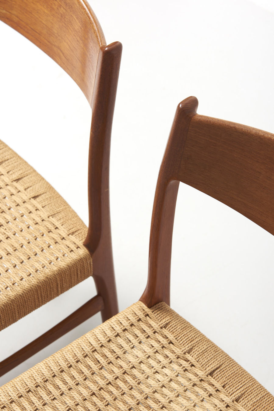 modestfurniture-vintage-2193-chairs-glyngore-papercord07