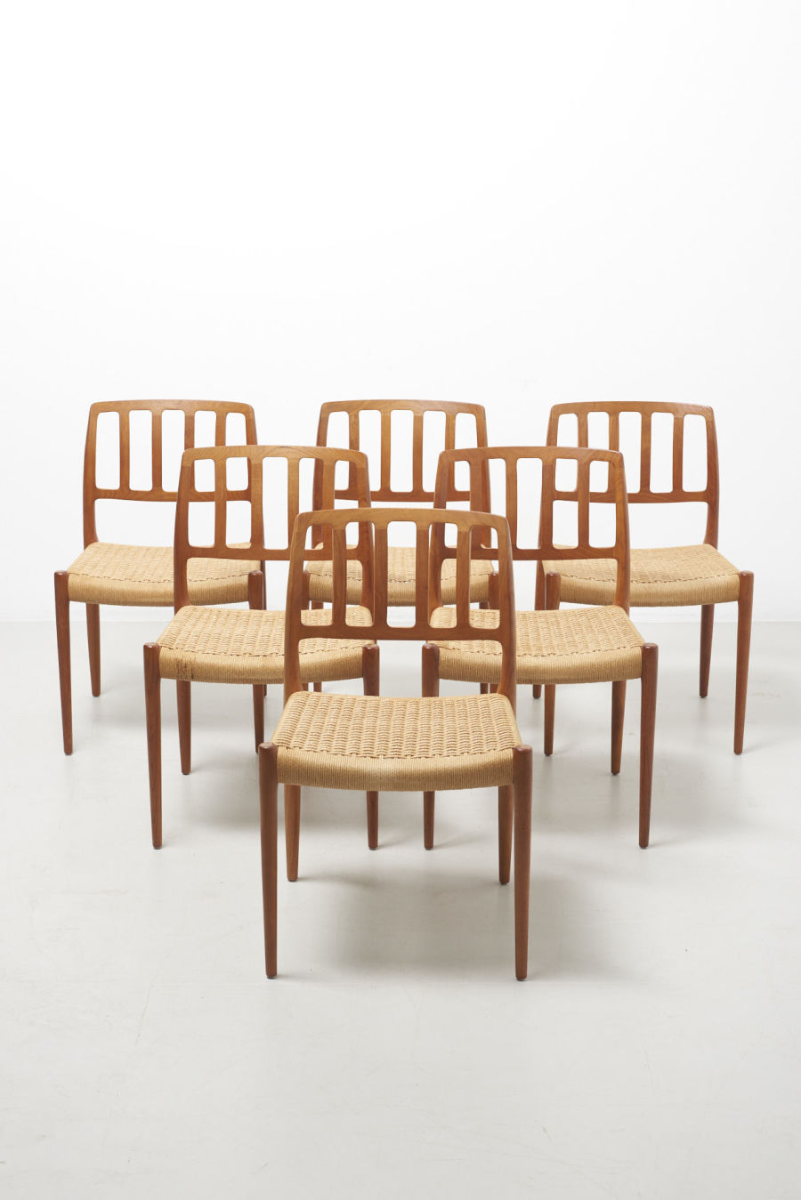 modestfurniture-vintage-2252-niels-moller-dining-chairs-model-83-papercord01