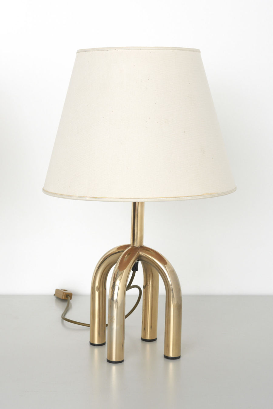 modestfurniture-vintage-2285-pair-table-lamps-4-brass-legs08