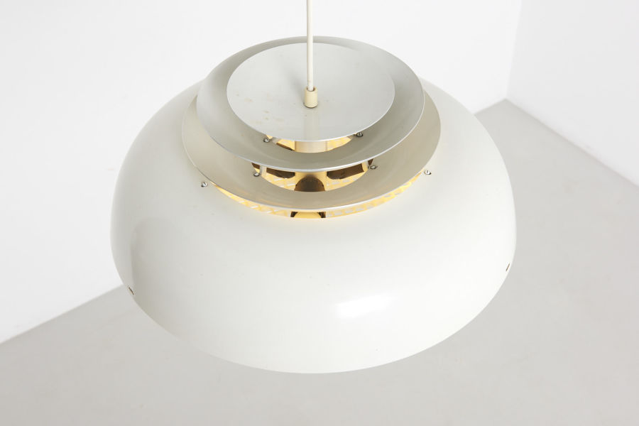 modestfurniture-vintage-2286-white-pendant-glare-preventer05