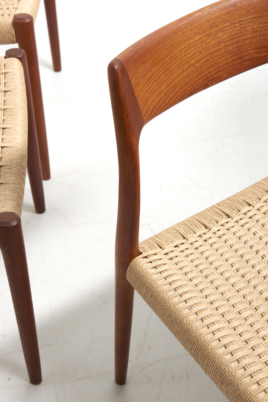 modestfurniture-vintage-2469-niels-moller-dining-chairs-model-77-teak-papercord10