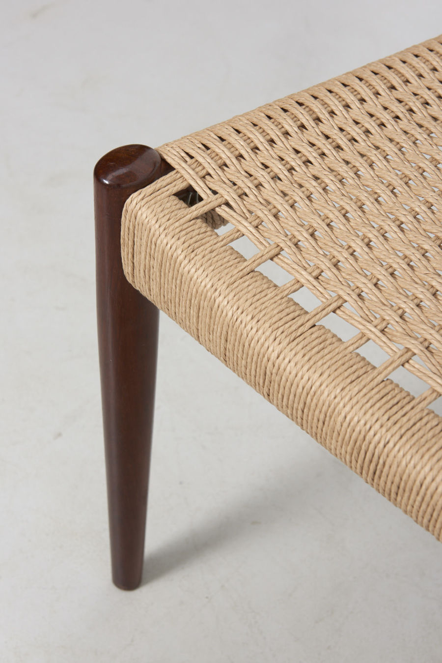 modestfurniture-vintage-2471-rosewood-dining-chairs-paper-cord10