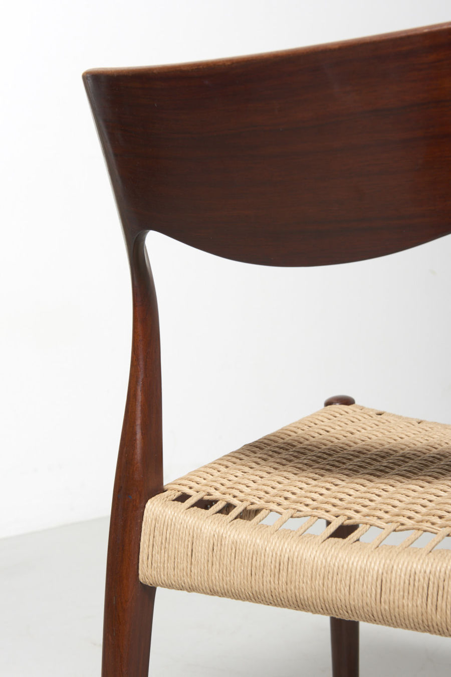 modestfurniture-vintage-2471-rosewood-dining-chairs-paper-cord12