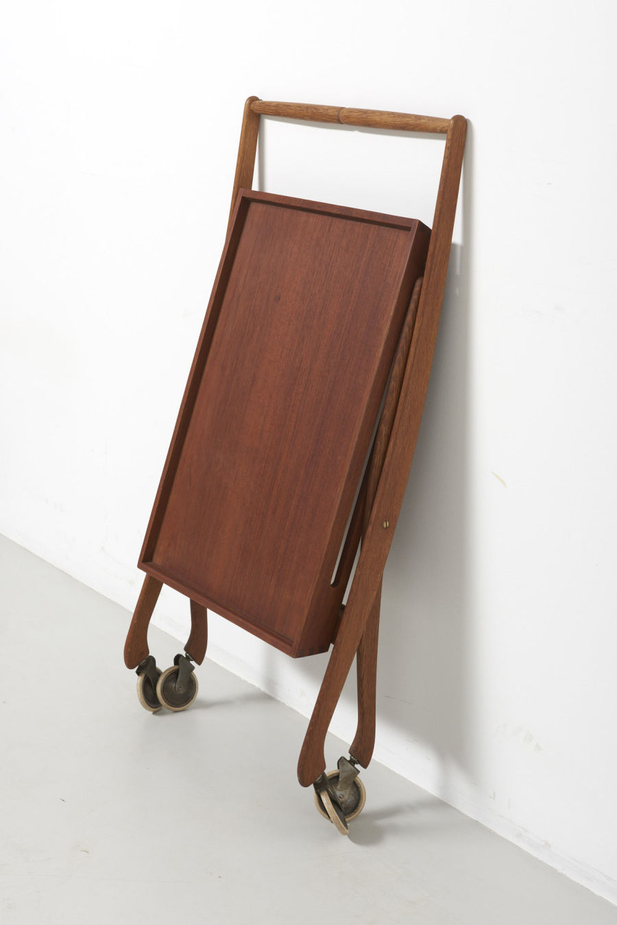 modestfurniture-vintage-2488-foldable-trolley-oak-and-teak01