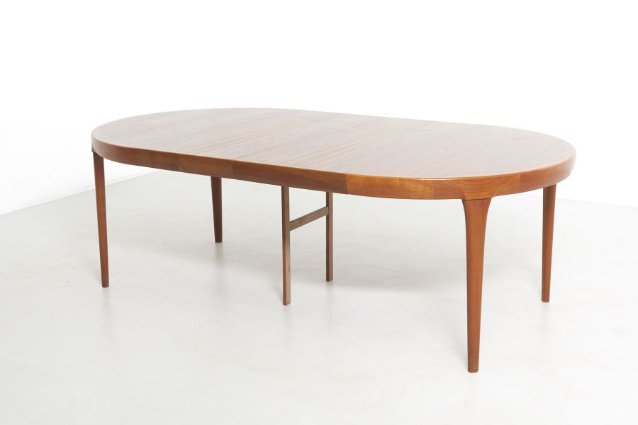 modestfurniture-vintage-2533-dining-table-ib-kofod-larsen01