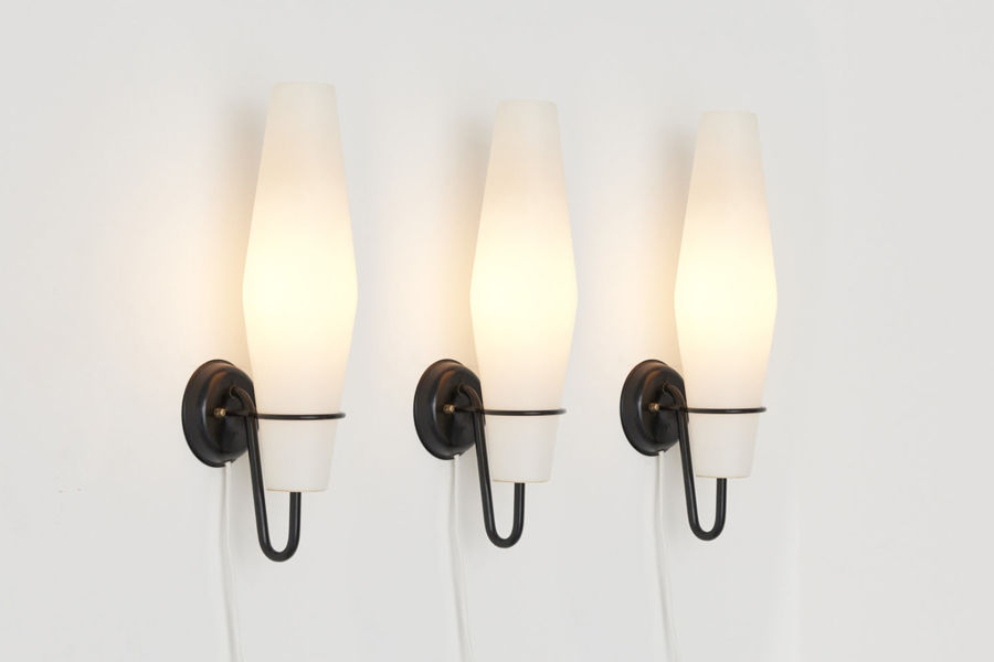 modestfurniture-vintage-2666-raak-wall-lamps-milk-glass-metal-bracket01