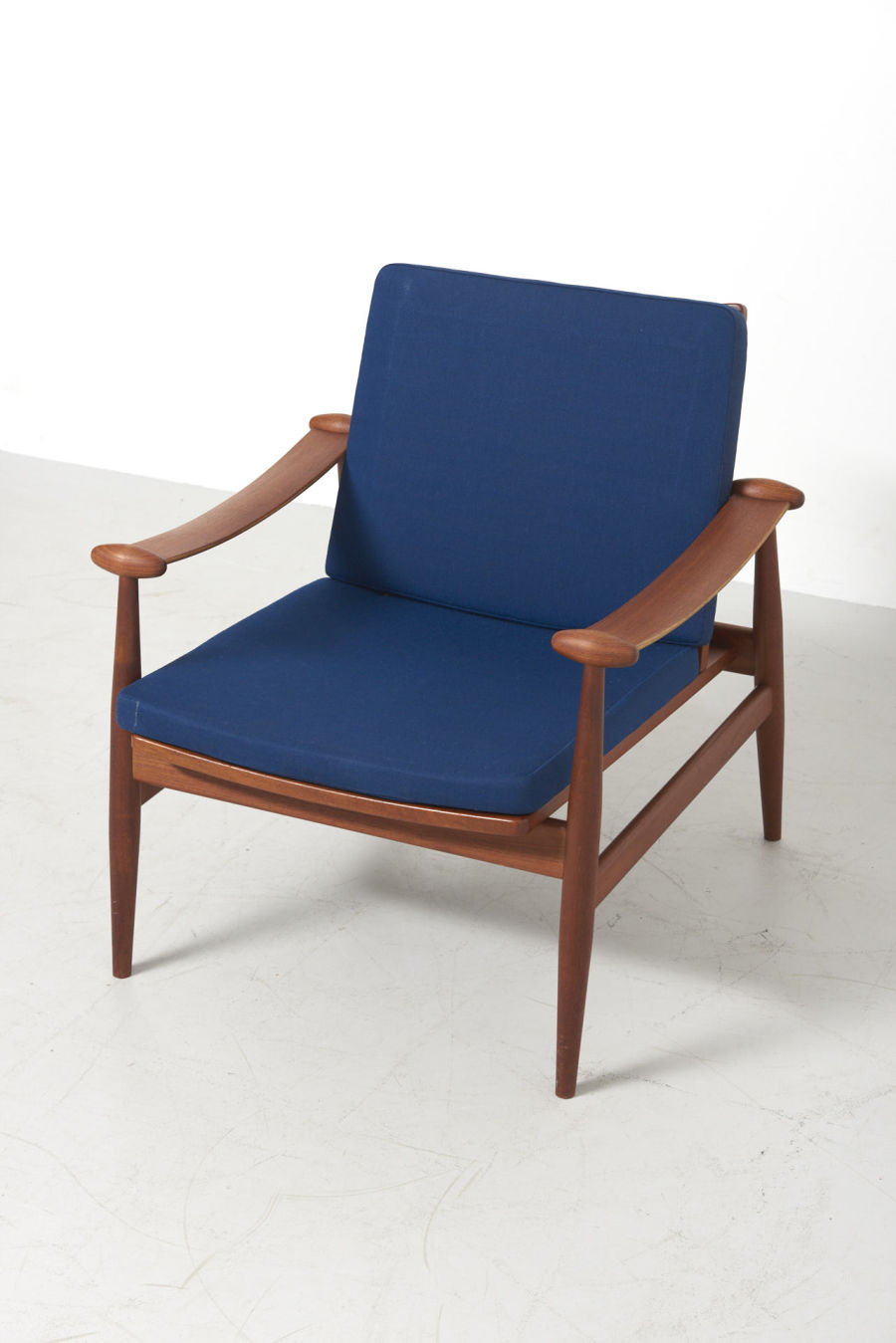 modestfurniture-vintage-2739-finn-juhl-spade-chair-france-and-son03