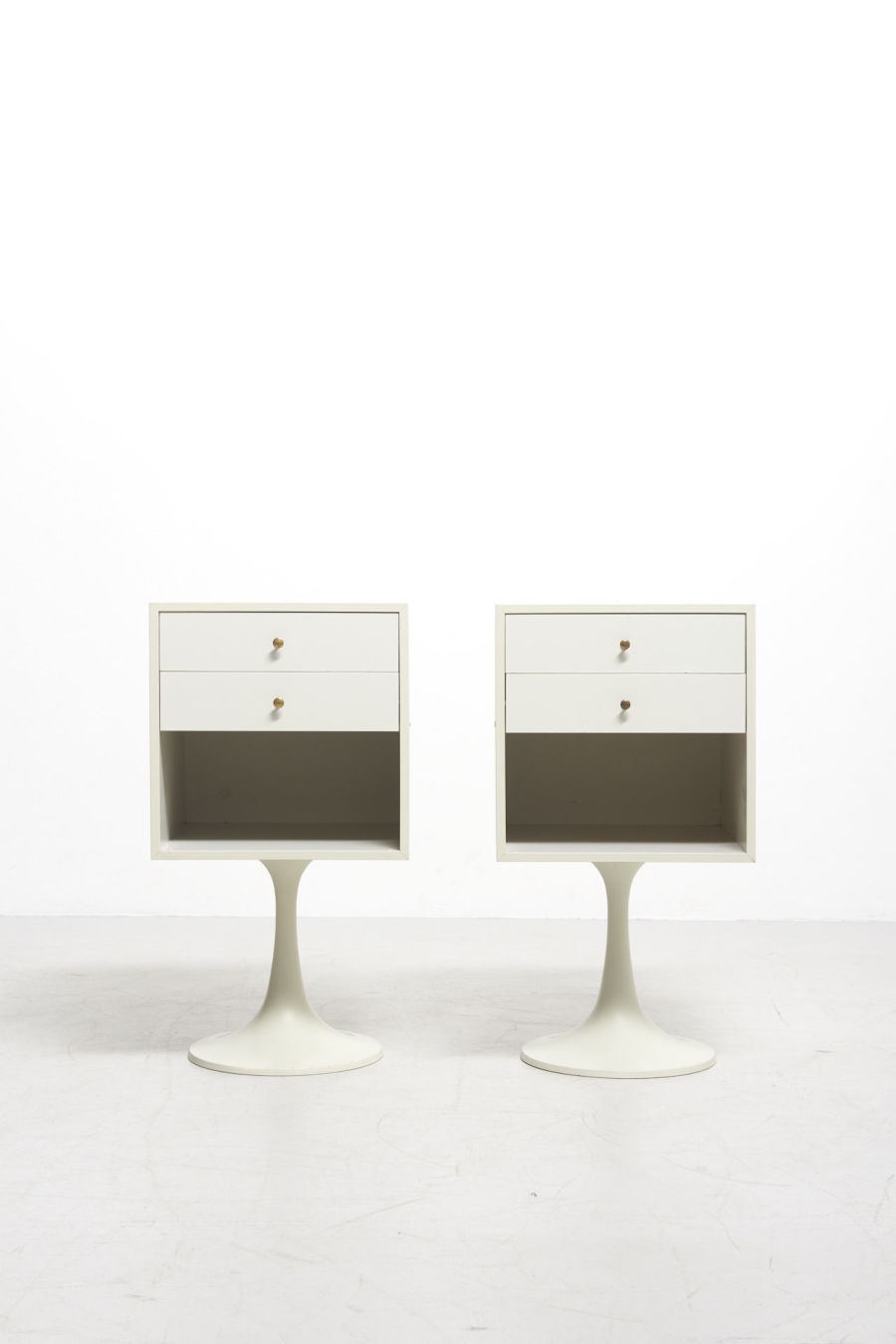 modestfurniture-vintage-2766-pair-bedside-tables-tulip-foot00
