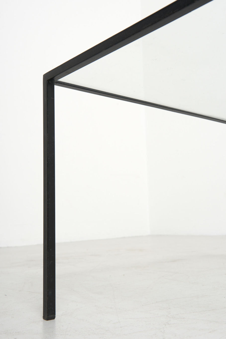 modestfurniture-vintage-2820-low-table-black-steel-glass09