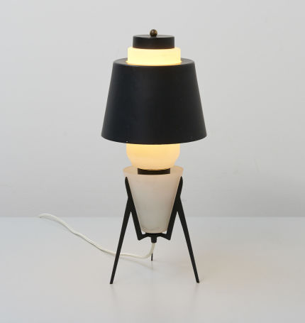 modestfurniture-vintage-2435-table-lamp-italy-glass-black-shade01