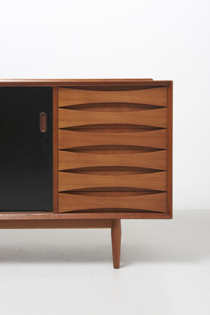 modestfurniture-vintage-1949-arne-vodder-sideboard-model-29-sibast05