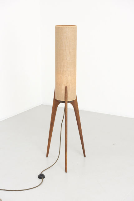 modestfurniture-vintage-1994-rocket-floor-lamp-teak-3-leg02