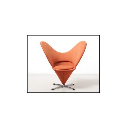 A heart cone swivel chair by Verner Panton. Designed in 1958. Manufactured by Plus Linje in Denmark. Contact us for reupholstery.