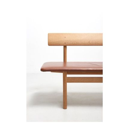 A 'shaker' bench model 3171, designed in 1956 by Børge Mogensen for Fredericia Møbelfabrik.Solid oak structure, with the original brown leather with