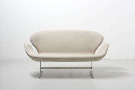 modest furniture vintage 1077 arne jacobsen swan sofa fritz hansen 01