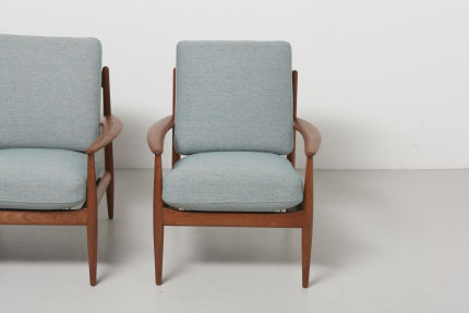 modestfurniture-vintage-1686-grete-jalk-easy-chairs-franse-and-son02