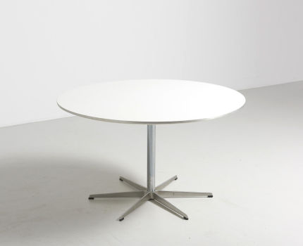 modestfurniture-vintage-2026-arne-jacobsen-table-fritz-hansen02