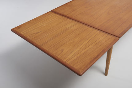 modestfurniture-vintage-2079-hans-wegner-dining-table-at-312-xl08