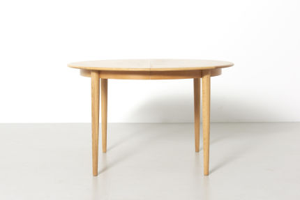 modestfurniture-vintage-2141-round-dining-table-oak01
