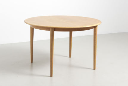 modestfurniture-vintage-2141-round-dining-table-oak02