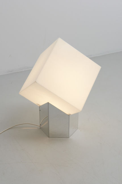 modestfurniture-vintage-2235-raak-kubus-table-lamp-driessen04
