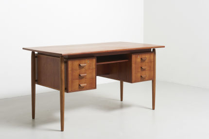 modest furniture vintage 1502 danish desk in teak with oak legs 02